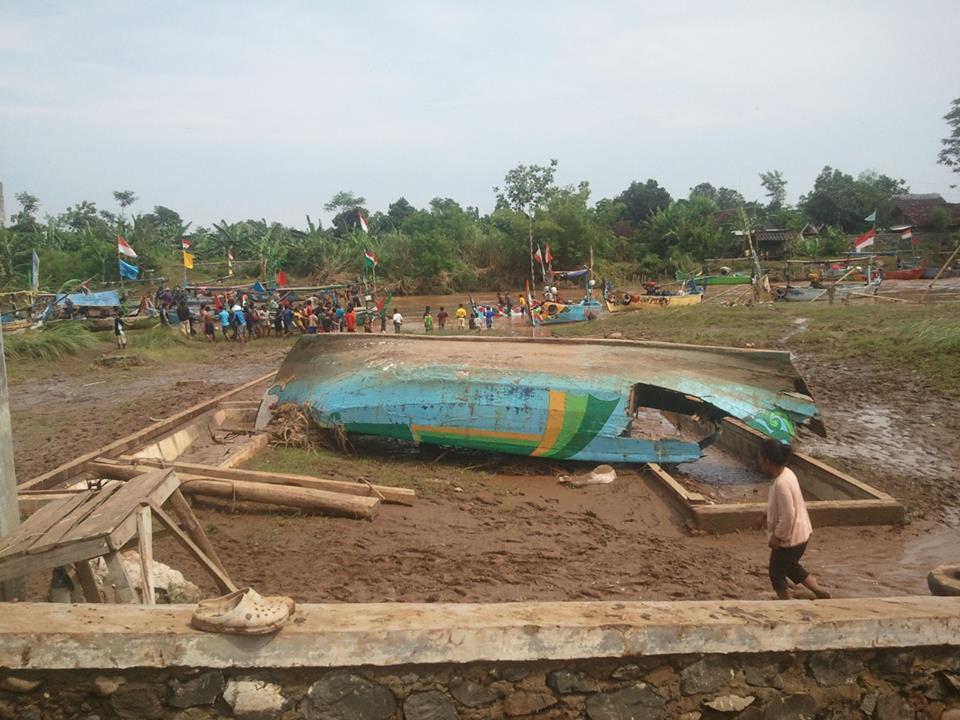 puing kapal nelayan kendal akibat banjir bandang 15072013