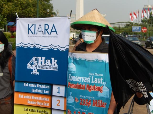KIARA Serahkan Petisi Desak Penghentian Utang Konservasi  dan Dukung Kearifan Lokal Mengelola Sumber Daya Laut ke Presiden SBY