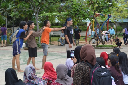 Aksi Teatrikal dan Pantomim Ramaikan Festival Negeri Bahari
