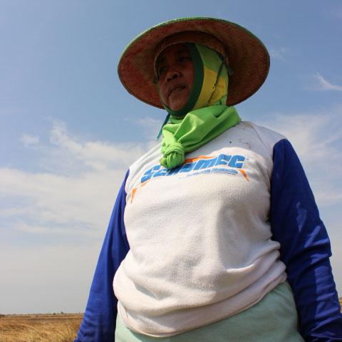 Darsini: Mimpi Darsini untuk Anak Petani Garam